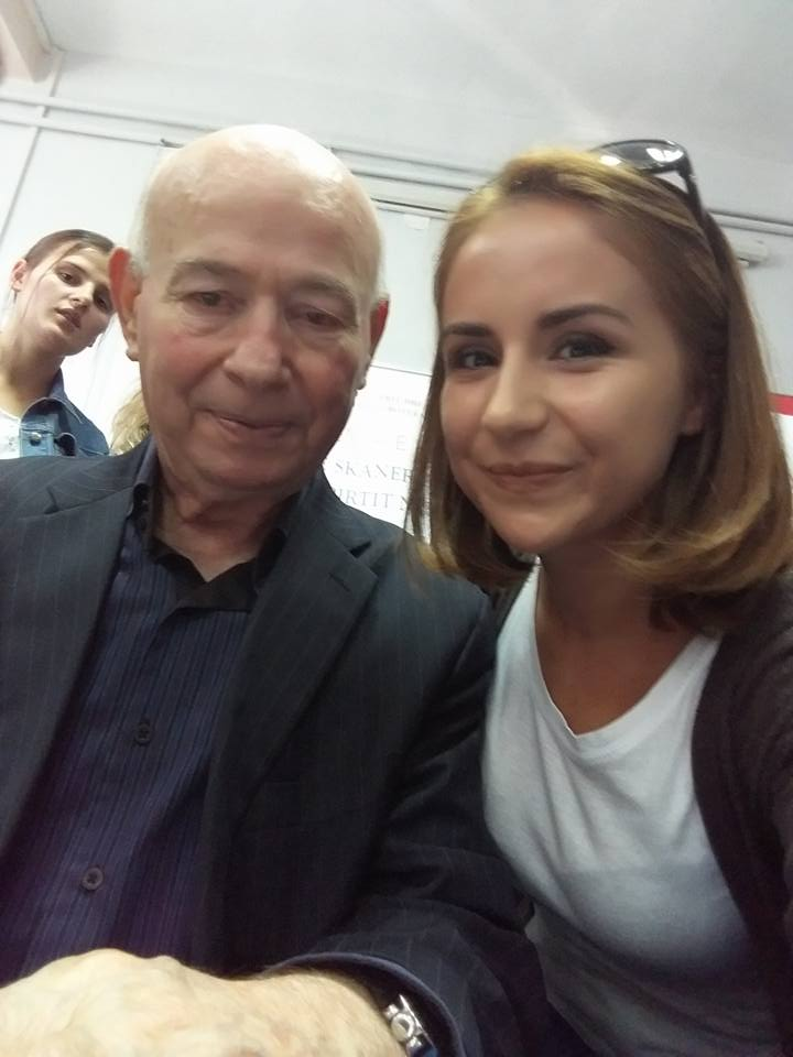 Takim me shkrimtarin Fatos Kongoli,gjatë një aktiviteti në UT